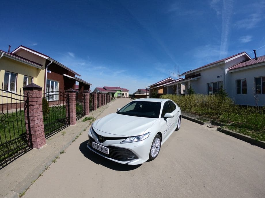 Toyota Camry фото